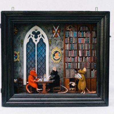 "Harry Potter inspired fable & library diorama. Photo by <a href=""https://www.instagram.com/linneahaden/"">Linnéa Hådén</a>."